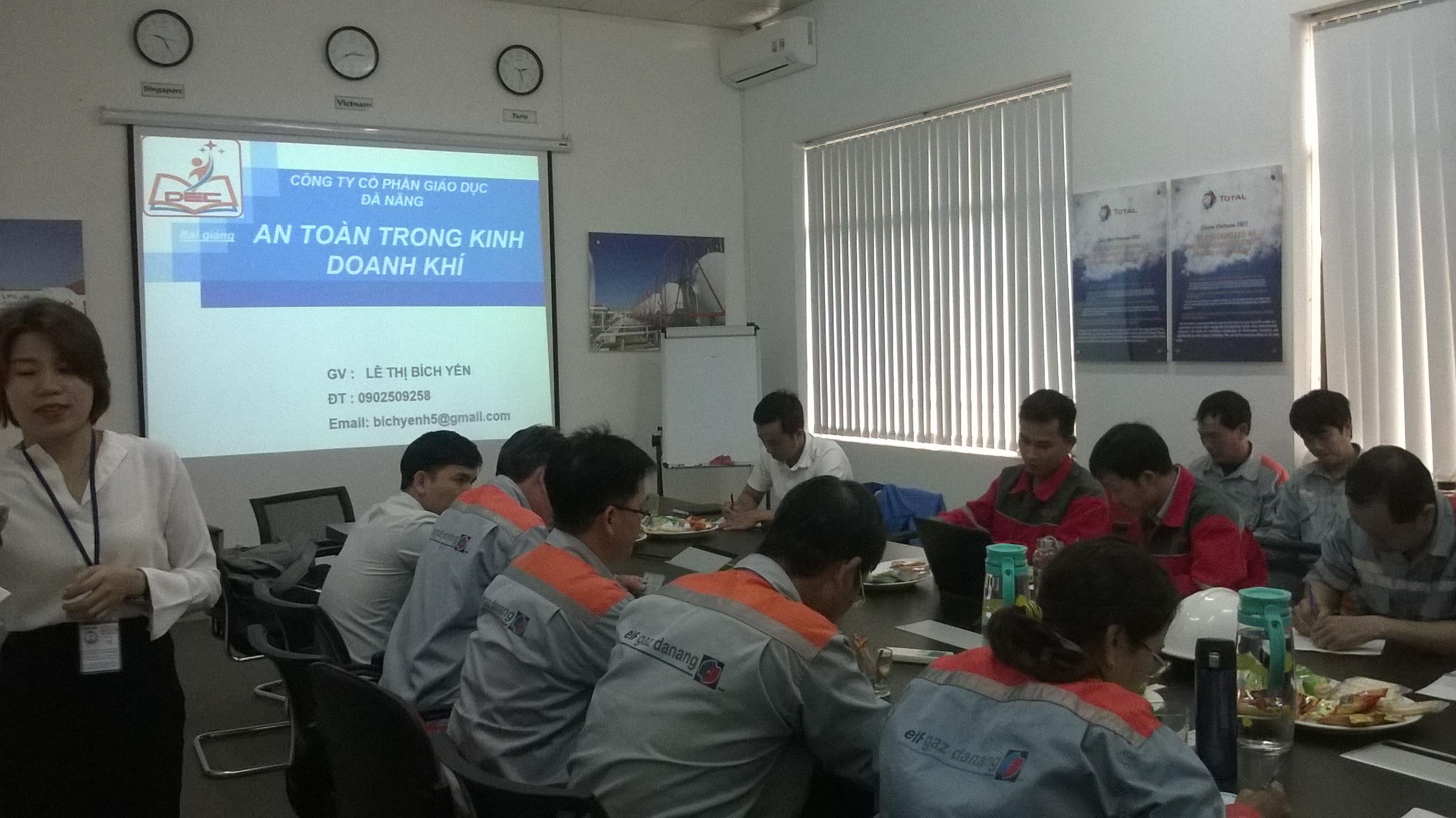 Huấn luyện kỹ thuật an toàn vận chuyển hàng công nghiệp nguy hiểm